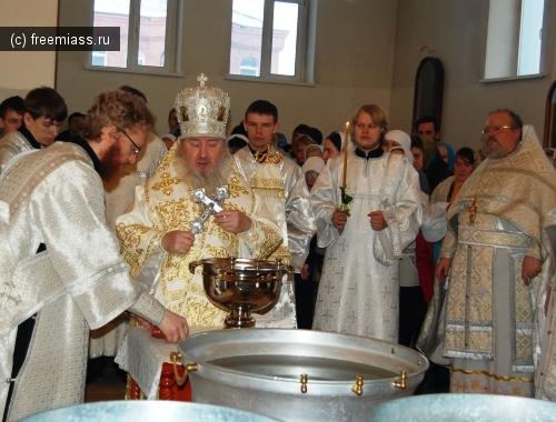 Обряд освящения воды провел архиепископ Феофан