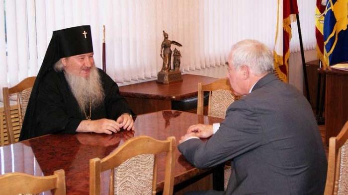 Приезд Владыки разрешил спор о месте строительства храма в машгородке
