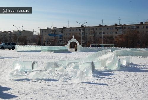 Вандалы сломали ледяной городок