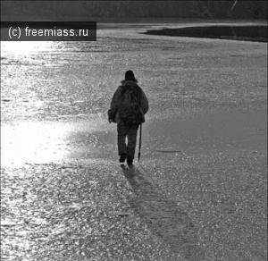 В озере Аргази утонул автомобиль, рыбаки спаслись